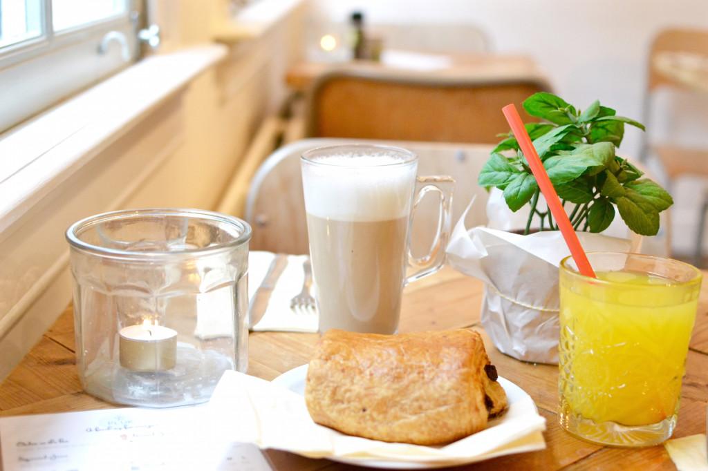 PLUK Amsterdam Reestraat Café Guide Chocolate Croissant Latte machhiato