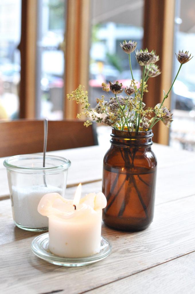 Café Klippkroog Hamburg Ottensen Blume Kerze