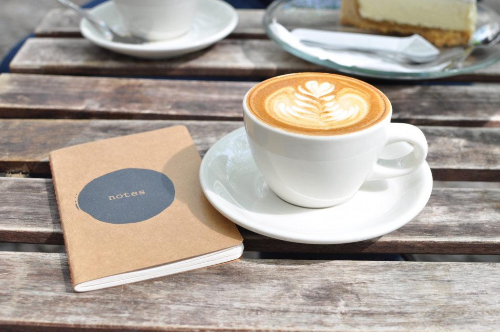 Auf einen Kaffee mit... Interview-Reihe Five Elephants Flat White Berlin Kreuzberg Fräulein Anker