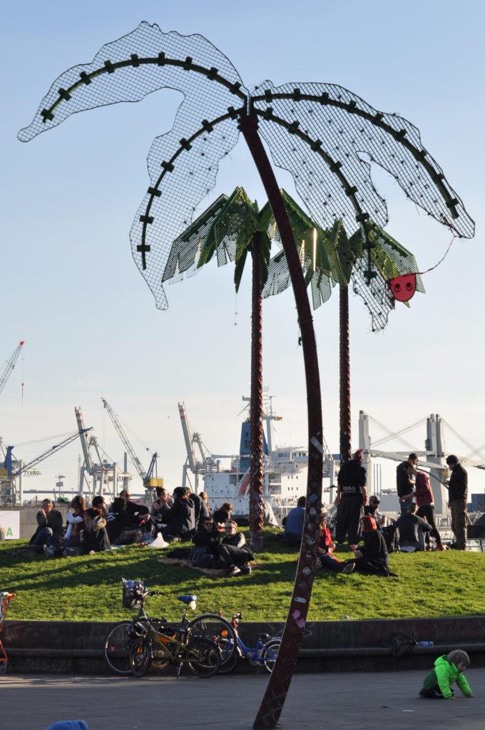 Hamburg Park Ficition Palme Blauer Himmel