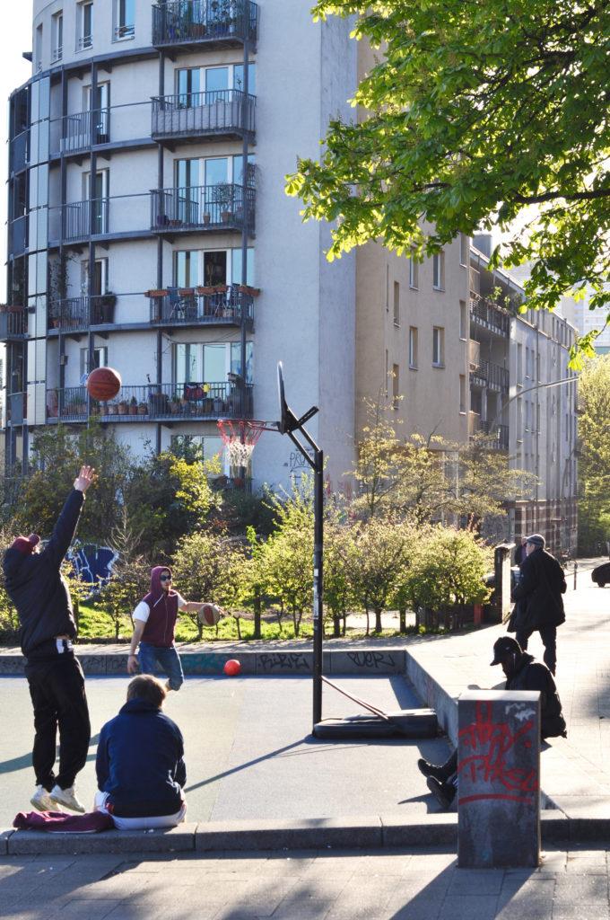 Hamburg Park Ficition Palme Blauer Himmel Basketballspieler