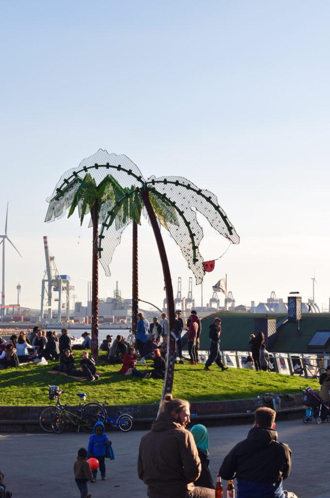 Hamburg Park Ficition Palme Blauer Himmel Sommer Hamburger Hafen Utopie