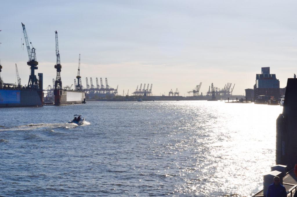 Hamburger Hafen Elbe Sommer Blauer Himmel