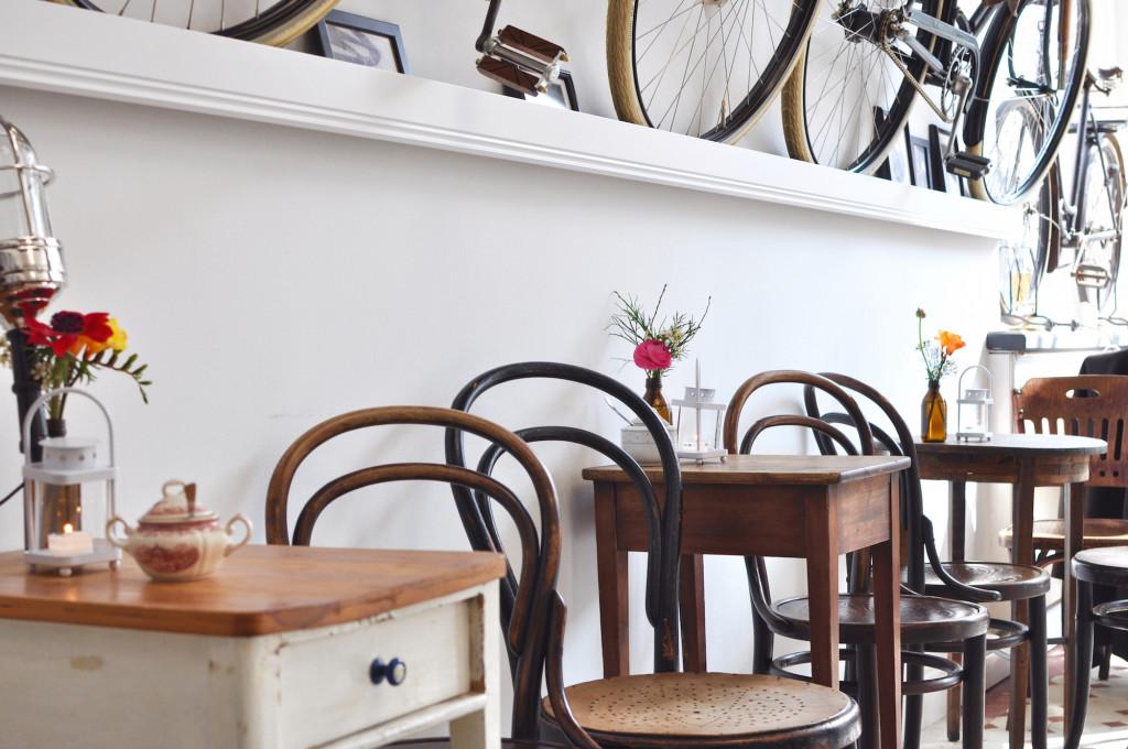 Le Vélo Hamburg EImsbüttel Café Fräulein Anker Vintage Tische