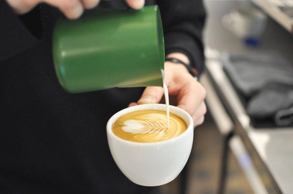 Café Balz und Balz Lehmweg Hamburg Hoheluft Eppendorf Flat White Milch Latteart Barista