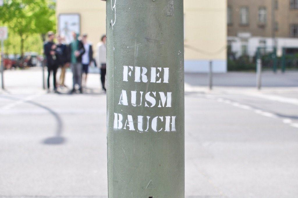 Frei Ausm Bauch Streetart Berlin