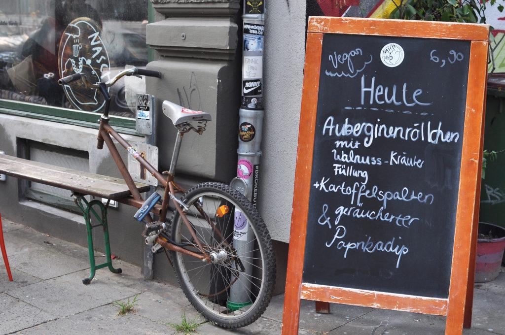 Café Nasch Gängeviertel alternatives Café Veganes Hamburg Vegetarisch Caffeemacherreihe Auberginenröllchen