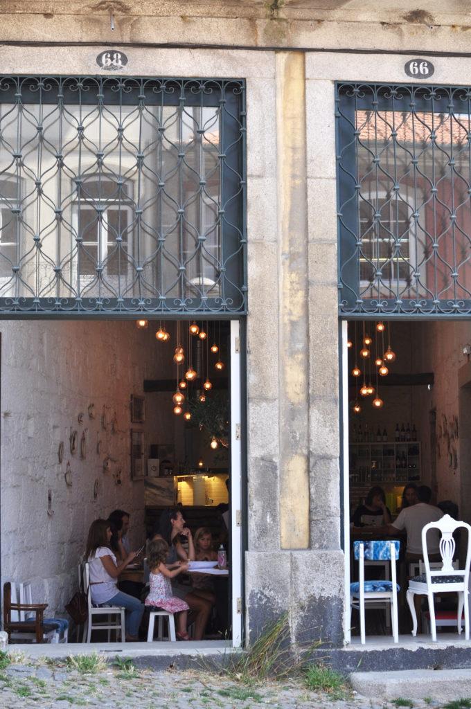 porto-restaurant-la-piada-travelblog-specialty-grocery-vegan