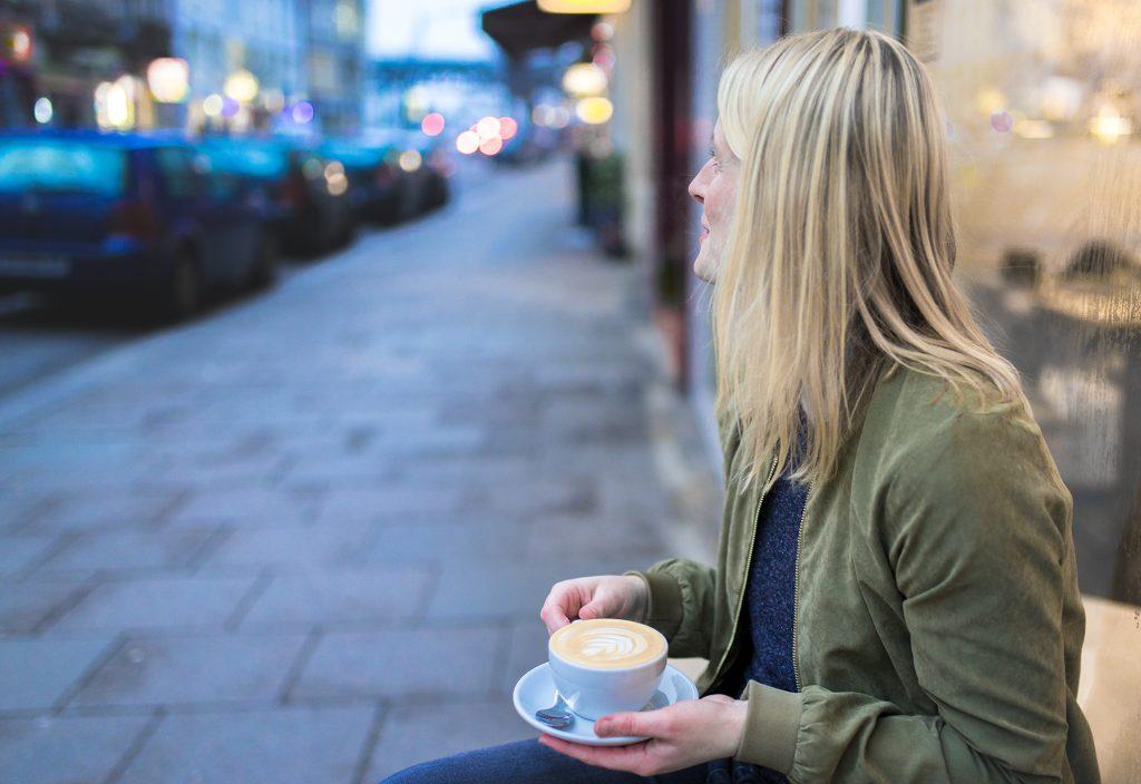 Eva auf einen kaffee mit Flow-Grafikdesign Flow Magazin