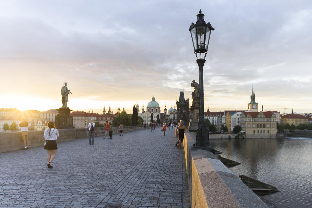 Karlsbrücke Karlův most Prague Reise Guide Tipps Sonnenaufgang sunrise