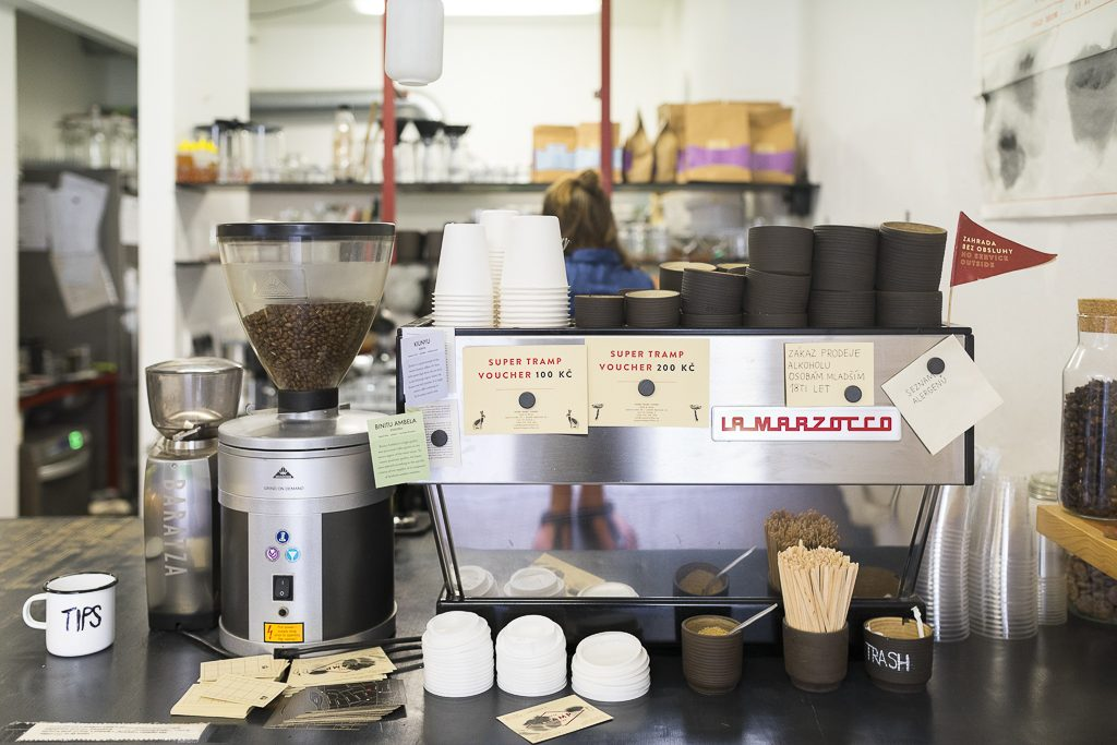 Super Tramp Specialty Coffee Prague Prag Tipps Reiseguide Opatovická La Marzoco